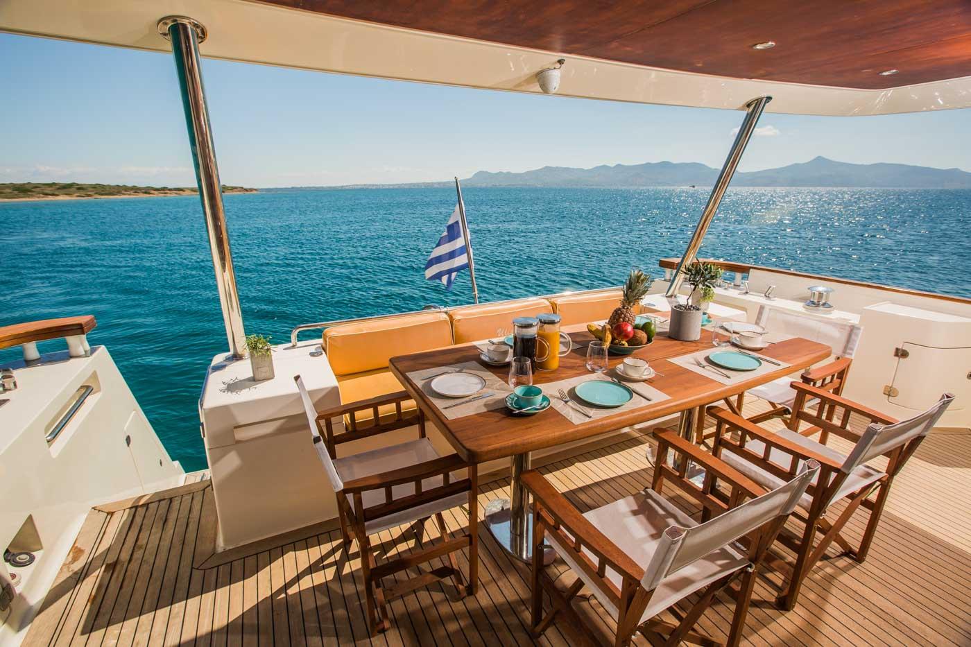 Ulisse Motor Yacht 01