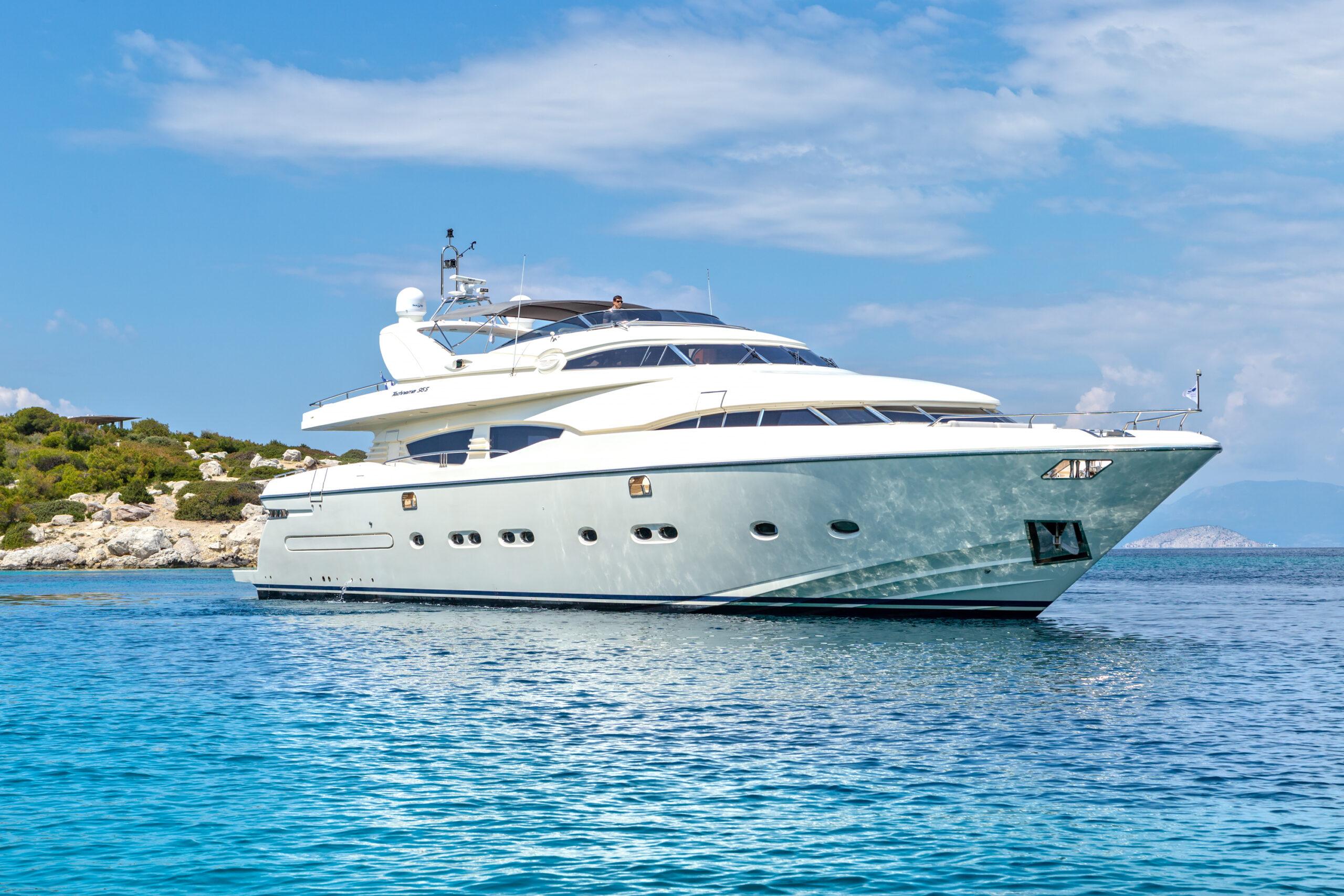 Divine Motor Yacht 01